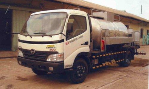 Xe bồn Hino WU422 - 3T chở nhựa đường nóng lỏng