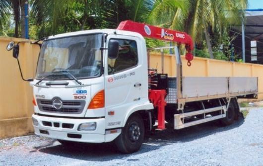 Xe tải Hino FC9JLSW 6 tấn gắn cẩu Unic 3 tấn 4 khúc UR-V344
